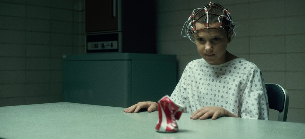 Eleven (Millie Brown, Intruders) posjeduje moć telekineze.