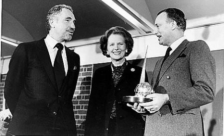 Nigel Hawthorne (lijevo) i Paul Eddington (desno) zajedno s bivšom premijerkom Margaret Thatcher (1984.)